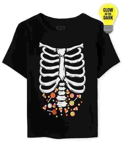 Camiseta con gráfico de esqueleto de caramelo que brilla en la oscuridad de manga corta de Halloween para bebés y niños pequeños