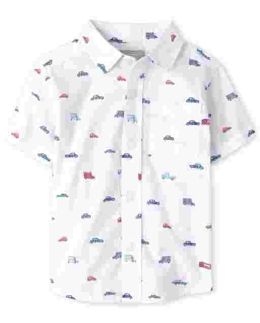 Camisa de popelina con botones y estampado de coches de manga corta para niños pequeños