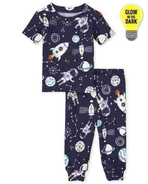 Pijamas de algodón ajustados con estampado que brilla en la oscuridad de manga corta para bebés y niños pequeños