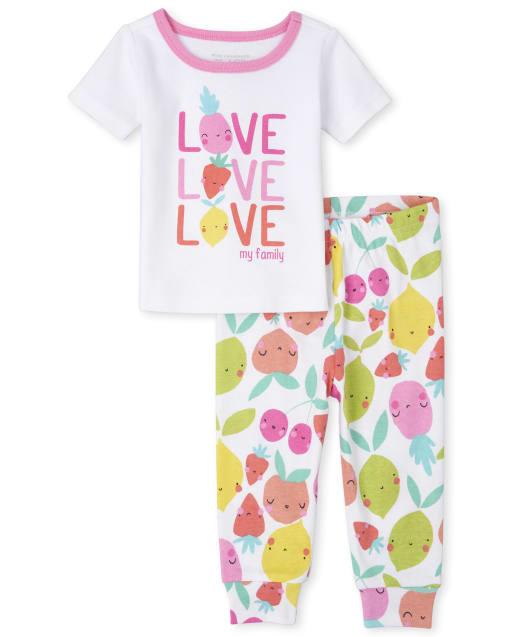 A los bebés y a las niñas pequeñas les encantan los pijamas de algodón ajustados de frutas