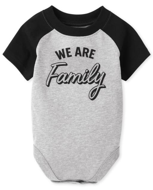 Body de manga corta unisex para bebé a juego con la familia ' We Are Family '