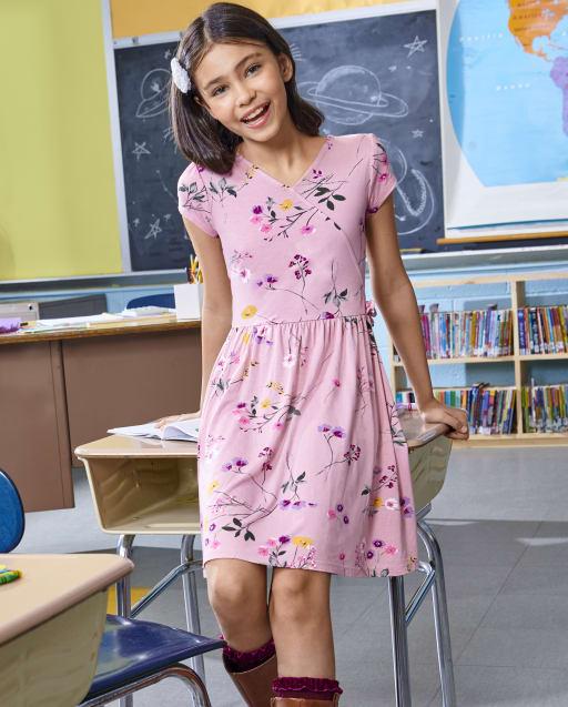 Vestido cruzado de punto con estampado floral de manga corta para niñas